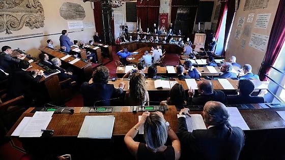 """Palermo: ecco i nomi dei consiglieri comunali che hanno votato """"Sì"""" alla nuova tassa di circolazione per le automobili"""