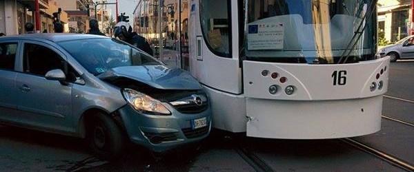 Palermo, il Tram e il traffico in tilt tra lunghe code e incidenti