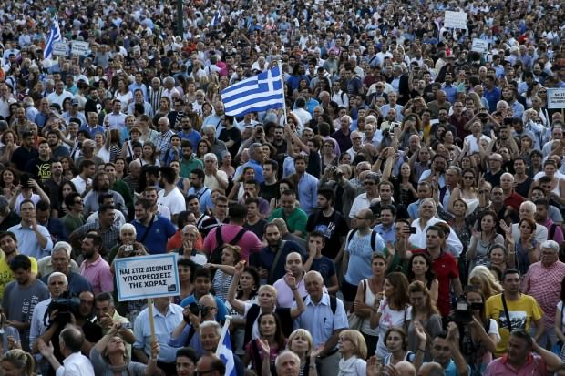 """In Grecia è di nuovo caos: """"Arrestiamo i membri della Troika"""""""