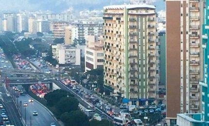 Palermo: il Tram, il traffico impazzito e i centri commerciali che ringraziano...