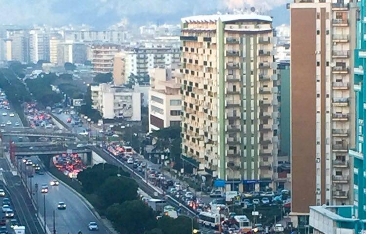 Palermo: il Tram, il traffico impazzito e i centri commerciali che ringraziano…