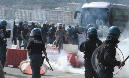 Napoli  non gradisce la visita di Renzi: tensione e scontri con la polizia