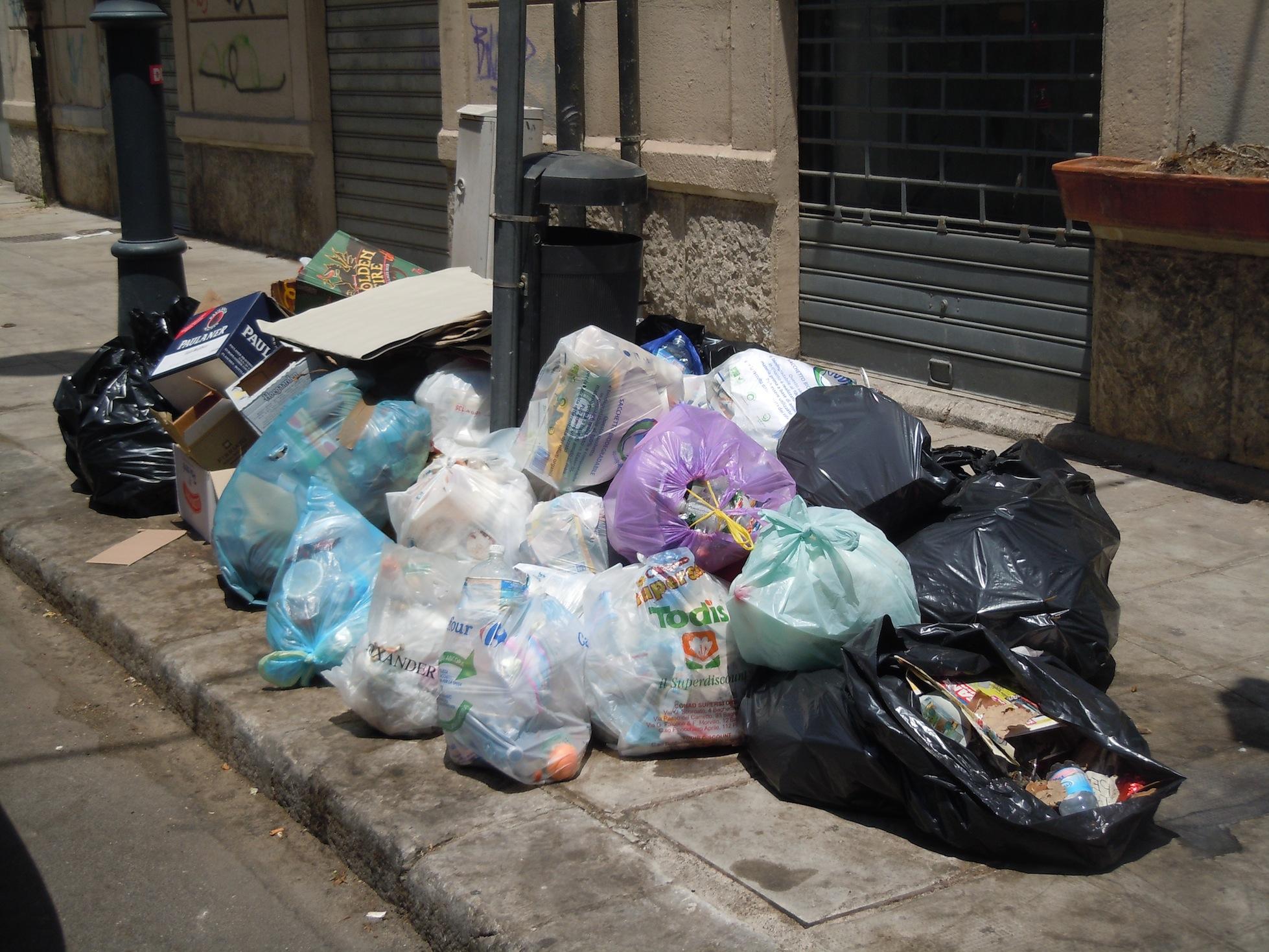 Palermo, la città più sporca d'Europa. I cittadini scrivono al presidente della RAP