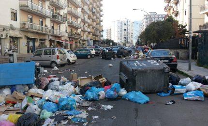 I mangiapane a tradimento che hanno fatto fallire la raccolta dei rifiuti in Sicilia
