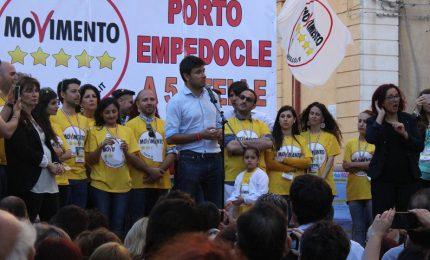 """Di Battista a Porto Empedocle: """"Riprendetevi la Sicilia"""" VD"""