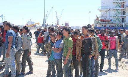 Nel porto commerciale di Augusta migranti al posto delle merci: e addio economia!