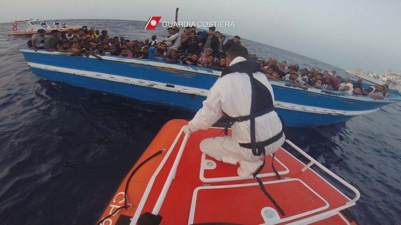 """Migranti, Zuccaro: """"Contatti tra Ong e trafficanti di uomini"""""""