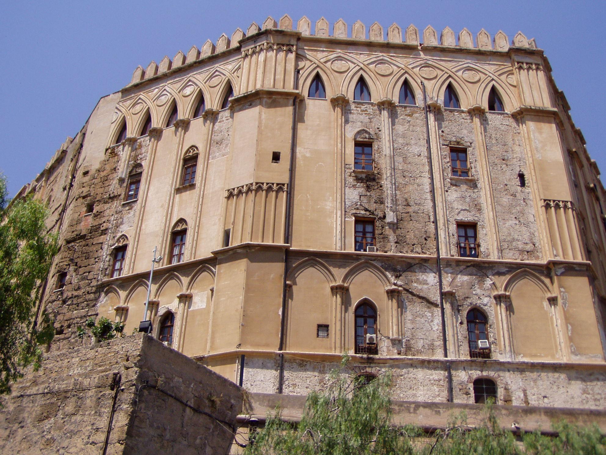Mentre la Sicilia affonda all'Ars si accapigliano sulla preferenza di genere