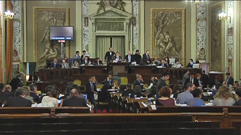 L 39 ars approva la legge elettorale la strategia del pd e for Nuovo parlamento siciliano