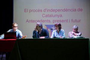 Un momento del convegno 'Liberiamo la Sicilia'. Da sinistra: Jaume Fores, i giornalisti Giulio Ambrosetti e Antonella Sferrazza e il presidente dell'associazione 'I Nuovi Vespri', Franco Busalacchi