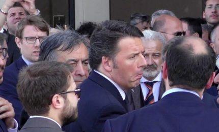 """Renzi a Palermo: """"E qui comando io, e questa è casa mia"""". E gli 'ascari' ai sui piedi: """"Servi suoi!"""""""