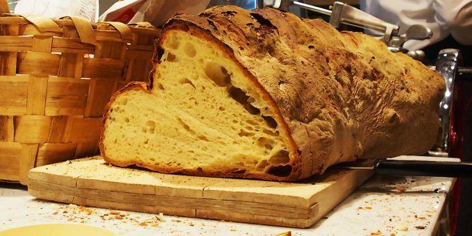 Pane di Matera, pane di Altamura e pane nero di Castelvetrano: basta con i grani duri delle navi!