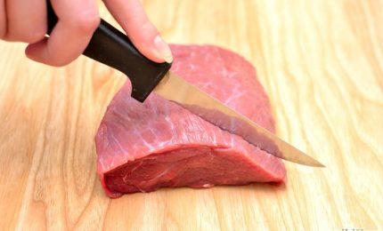 La carne che finisce sulle nostre tavole: ragazzi, questi ci avvelenano con la 'fettina' all'antibiotico!
