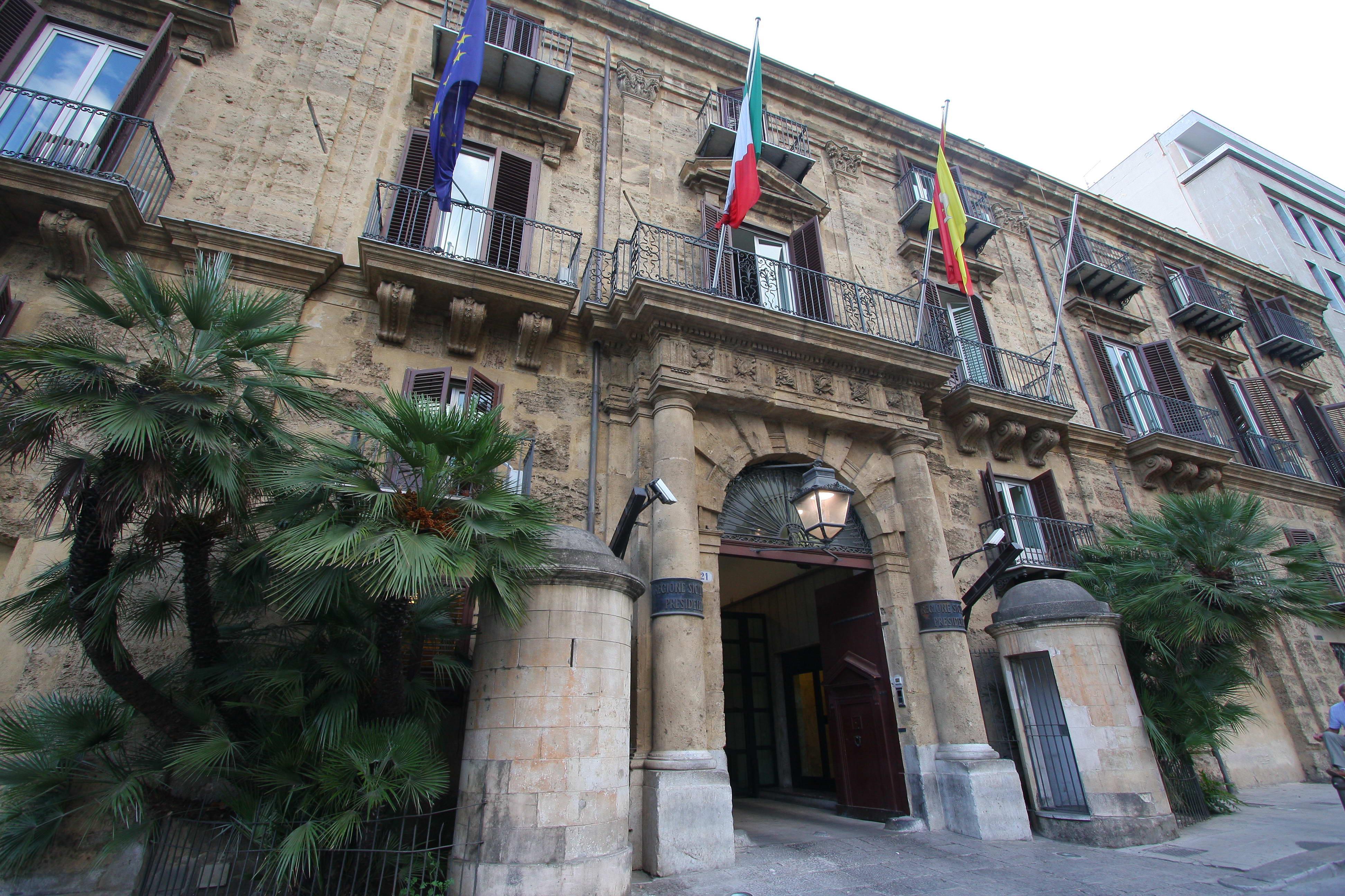 Ars: l'esercizio provvisorio, le finte lacrime dei sindacalisti e i 'siluri' di Marcello Greco e Toto Cordaro a Crocetta
