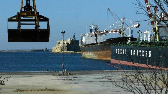 Incredibile: nessuno controlla le navi che scaricano il grano estero in Italia… E noi mangiamo!