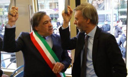 In Sicilia si vota? Arrivano le promesse renziane di Delrio: porti, ponti, strade, navi, ferrovie ricchi premi e cotillon...