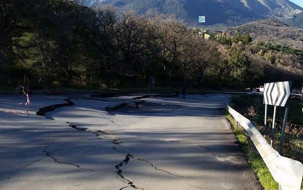 I disastri della Palermo-Agrigento e le strade franate di Campofelice di Fitalia, paese abbandonato da tutti