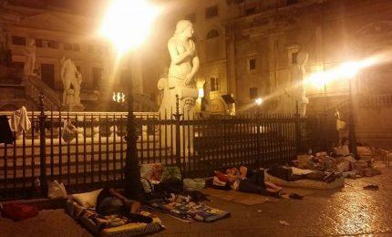 Palermo e i senza casa 2/ Stanotte gli sfrattati hanno dormito in Piazza Pretoria