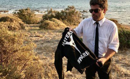 Agrigento, paura per gli sbarchi di migranti-terroristi: magliette con la Torre Eiffel rovesciata