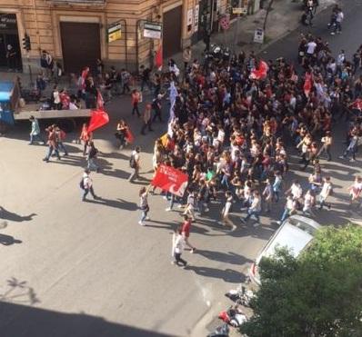 Studenti in piazza in tutta Italia: al PD con amore....