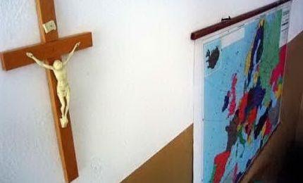 Il no alle preghiere a scuola: UDC e Lega contro il preside, la sinistra lo difende