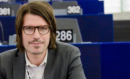 """Pomodorino ciliegino di Pachino, Corrao attacca il ministro Martina: """"Esiste un accordo UE-Camerun"""""""