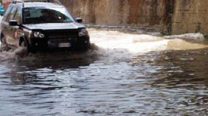Palermo: stanno per razionare l'acqua, ma quattro gocce di pioggia allagano la città!