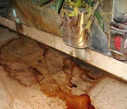 Mascalucia, da alcuni loculi del cimitero fuoriescono liquami e fetori