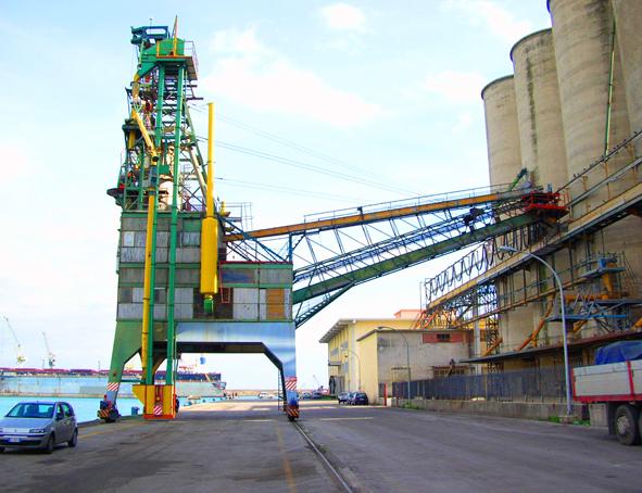 Palermo, sbaraccati i silos del porto, il grano che arriva con le navi direttamente ai molini