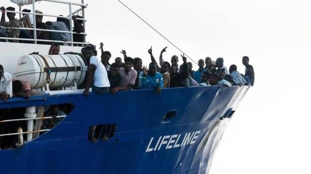 Migranti: le Ong, tanto per cambiare, puntano sulla Sicilia. Scontro Italia-Malta