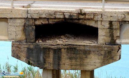 Le strade che si sbriciolano in Sicilia: il ponte di contrada Kaos ad Agrigento (VIDEO)