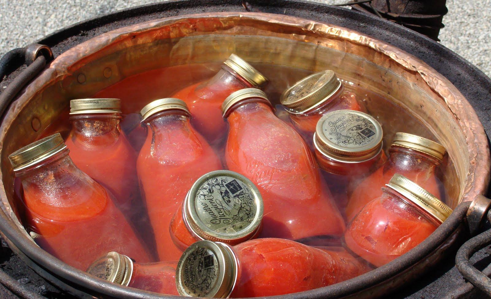 La salsa di pomodoro fatta in casa dimostra perché non va più acquistata salsa di pomodoro nei supermercati