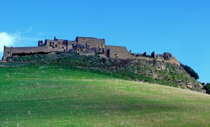 Da domani nel Castello di Calatubo sventolerà la bandiera siciliana
