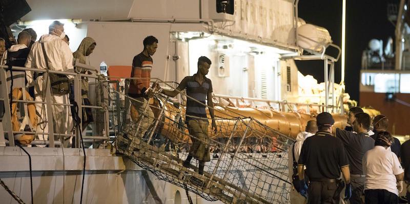 Un 'miracoloso' sbarco di migranti a Pozzallo rilancia la 'battaglia' di Matteo Salvini/ MATTINALE 204