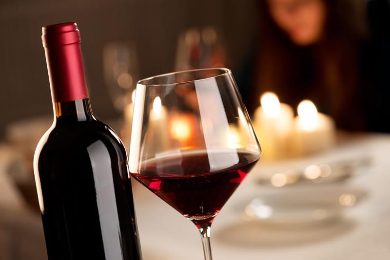 l'unione europea contro il vino italiano: un nuovo regolamento agevola i falsi vini made in italy