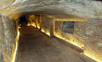 La storia del Sud vista con gli occhi di un bambino/ In giro per i sotterranei di Napoli