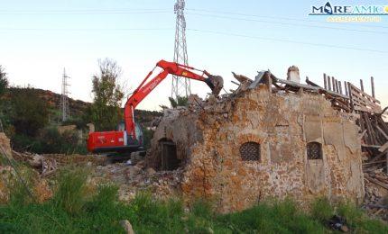 Porto Empedocle, ieri è stata abbattuta la casa dove lo scrittore Andrea Camilleri ha passato la gioventù (VIDEO)
