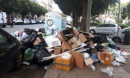 Palermo sommersa dai rifiuti: la responsabilità è del Comune, non della RAP