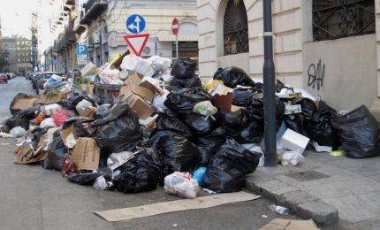 A Palermo trionfa la 'munnizza' e adesso mancano anche i soldi per pagare chi la raccoglie/ MATTINALE 226