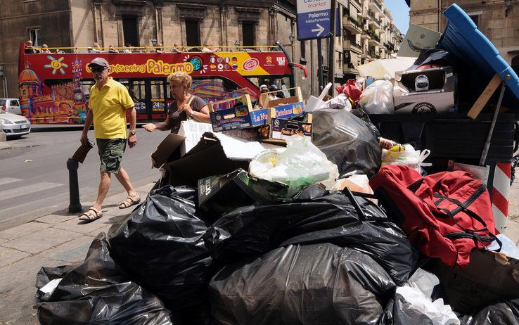 Palermo sommersa dall'immondizia 4/ Cosa aspetta la Regione a commissariare il Comune di Palermo sui rifiuti?