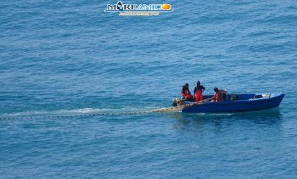 Nel mare di Agrigento la pesca del novellame bloccata dalla Guardia costiera (VIDEO)