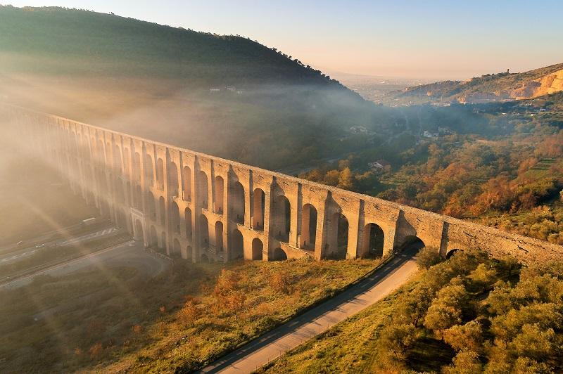 La storia del Sud vista con gli occhi di un bambino nel 1860/ Il maestoso acquedotto Carolino simbolo del Regno delle Due Sicilie