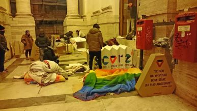A Napoli c'è lo 'Scorz', rifugio temporaneo di cartone per i clochard. Perché non utilizzarlo anche a Palermo?