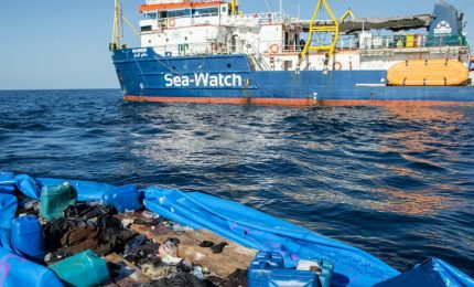 I migranti della Sea Watch in mezzo al mare servono solo a fare perdere voti ai grillini. Ma... / MATTINALE 263