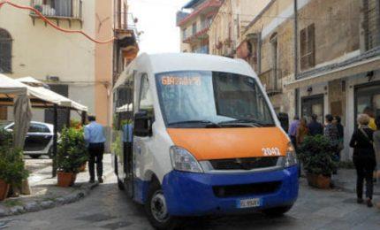 Il paradosso di Palermo: si sospendono le navette strapiene e si prosegue con il Tram semivuoto