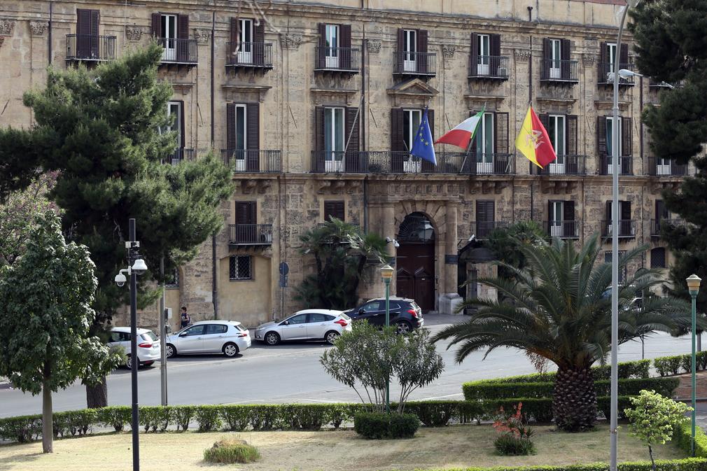 La Sicilia sprofonda. E a cosa pensa il Governo Musumeci? A tutelare i vitalizi degli ex parlamentari…