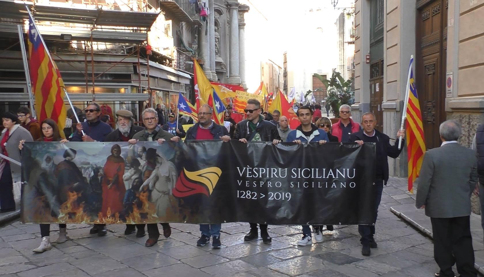 Il 737esimo anniversario dei Vespri Siciliani: tanti giovani e tante bandiere/ MATTINALE 326