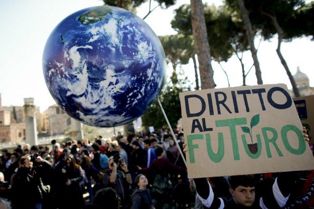 Giovani in piazza in tutto il mondo per l'ambiente: no alle strumentalizzazioni/ MATTINALE 311