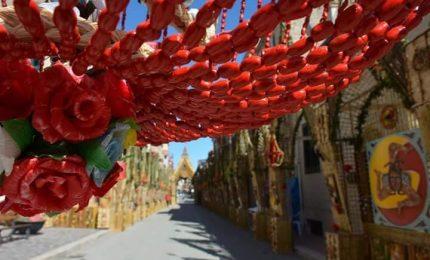 San Biagio Platani tra strade e case abbandonate, ma con il miracolo degli Archi di Pasqua
