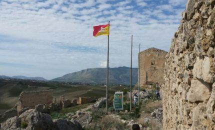 Il Castello di Calatubo luogo ideale per la Festa dell'Autonomia siciliana del 15 maggio